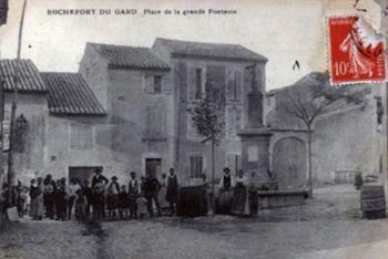 Place de la Grande fontaine - Rochefort du Gard