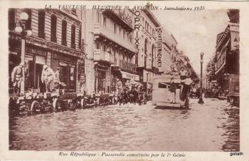 Inondations 1935 Rue de la République - Passerelle construite par le 7e Génie