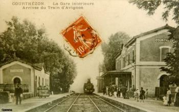 La gare intérieure - Arrivée du train d'Avignon.